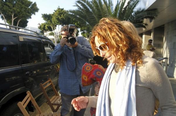 La hija de Dimas Martín, S.M.M., que fue detenida, sale en libertad con cargos tras declarar.