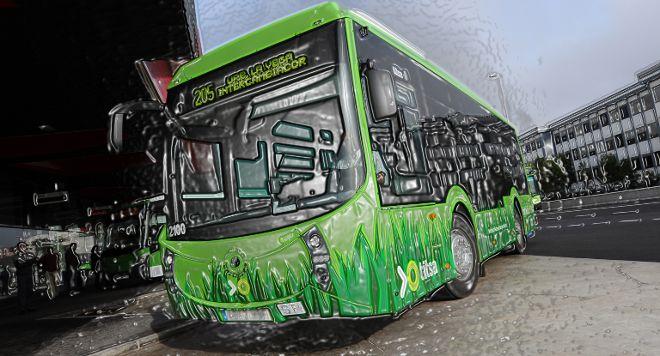 Transportes Interurbanos de Tenerife (Titsa) ofrece una base de datos gratuitamente en internet con sus líneas regulares, horarios y recorridos de las guaguas.