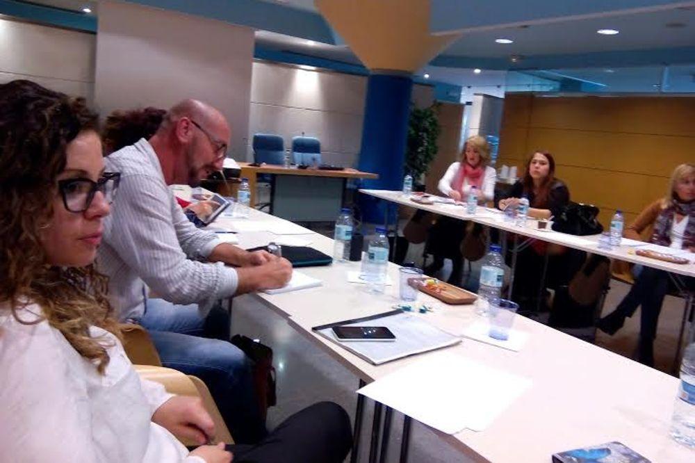A la izquierda, el psicólogo coordinador de la Comisión de Intrusismo del COP, Anastasio Pablo González.