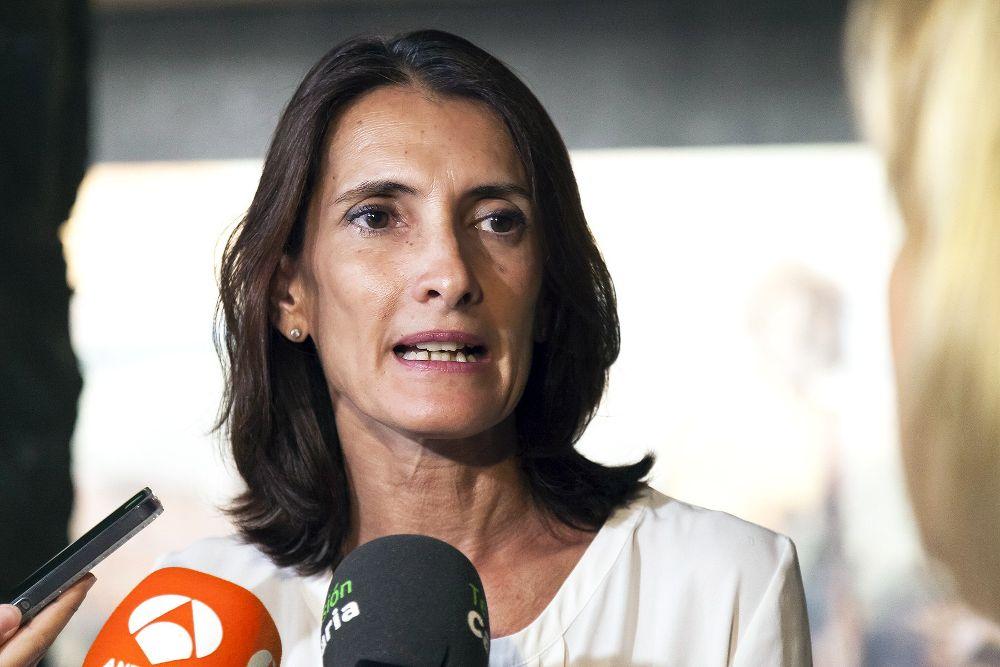 La consejera de Turismo Cultura y Deportes del Gobierno de Canarias, María Teresa Lorenzo, atiende a los medios de comunicación tras la reunión que mantuvo con la Comisión Asesora del Festival de Música de Canarias.