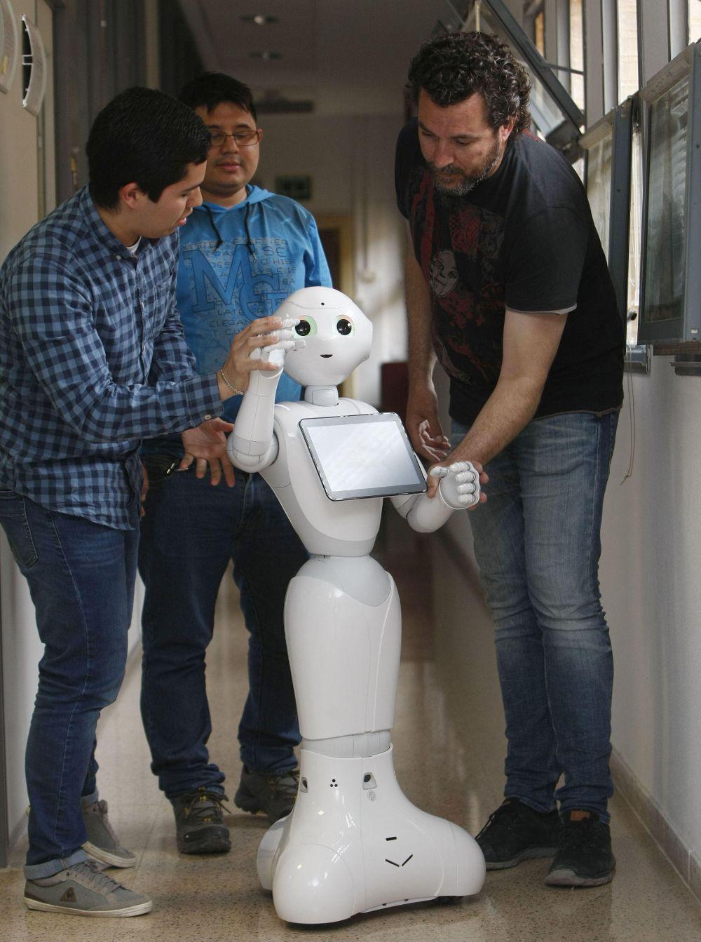 El robot que puede ayudar a personas con daño cerebral.