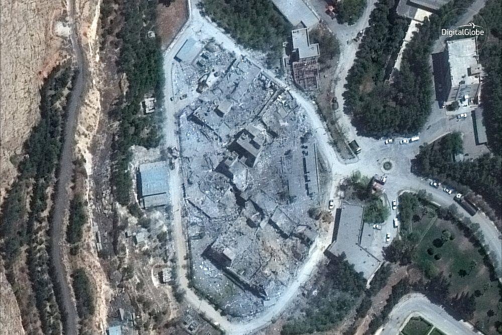Imagen satélite facilitada por DigitalGlobe que muestra el centro de investigación y desarrollo en Barzah tras ser alcanzado en la ofensiva ejecutada contra Siria en respuesta al bombardeo químico en la localidad de Duma, el pasado 14 de abril de 2018.