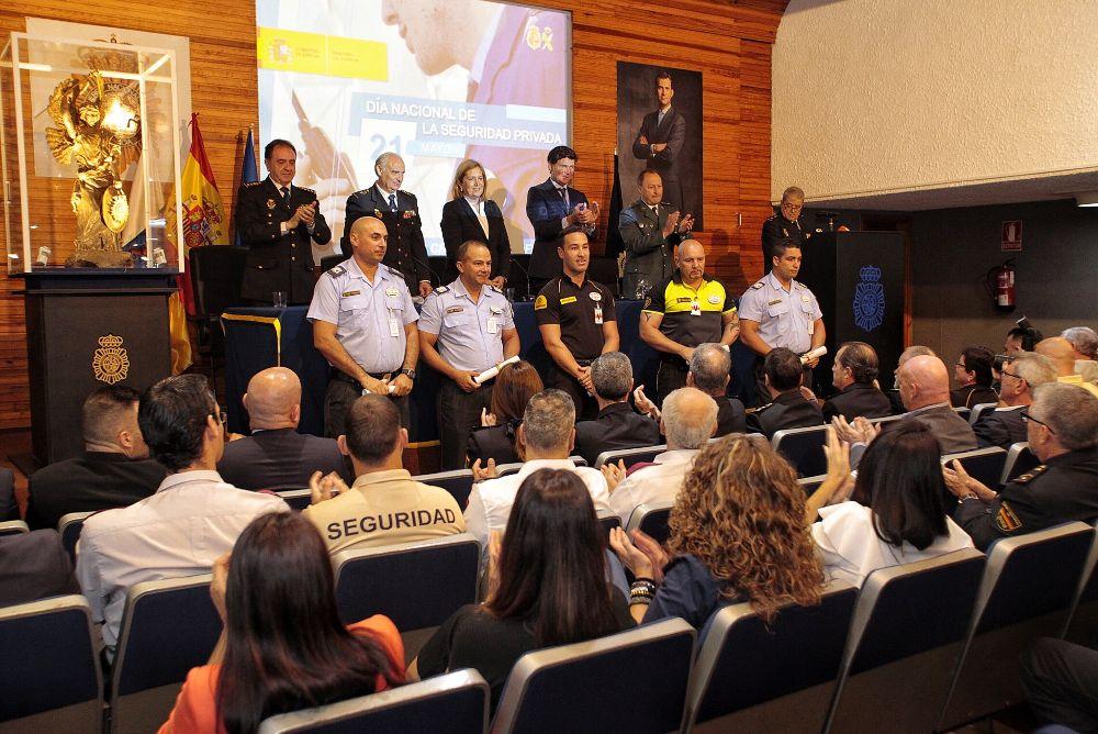 La entrega de distinciones tuvo lugar en la comisaría de la calle Robayna, de Santa Cruz de Tenerife.