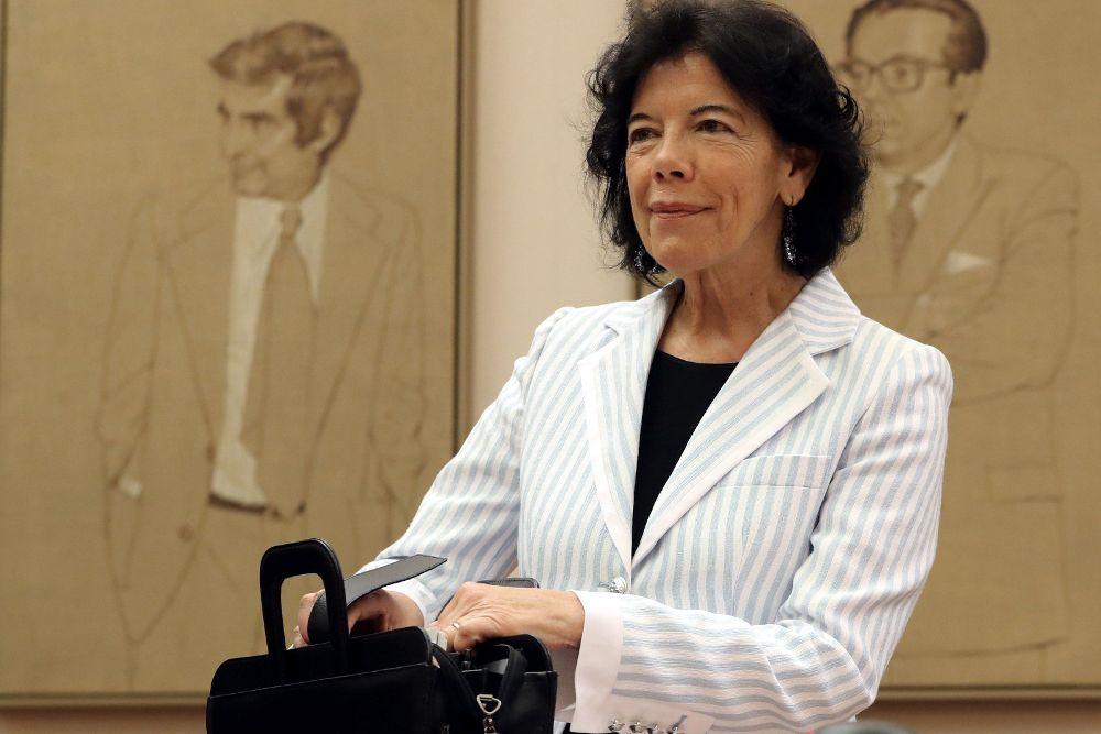 La ministra de Educación y Formación Profesional, Isabel Celaá, durante su comparecencia ante la Comisión de Educación del Congreso.