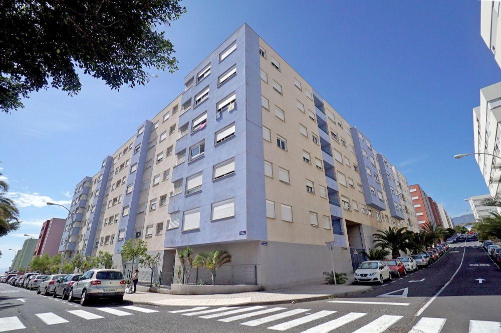 Clavijo acuerda con el Santander la compra de las viviendas de Añaza