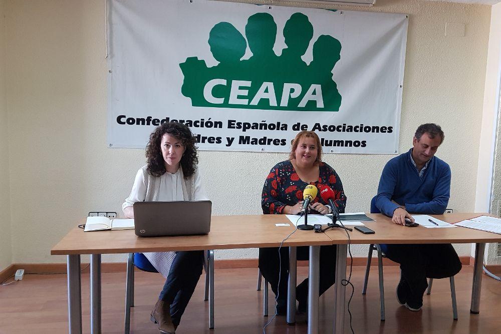 Rueda de prensa de la Ceapa para presentar su informe sobre la enseñanza concertada.
