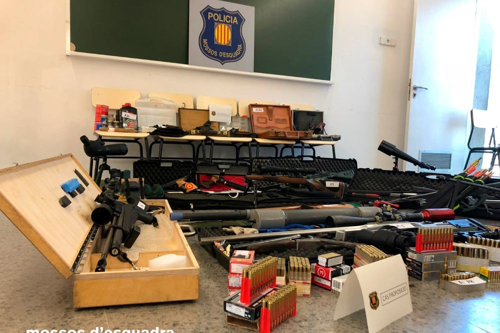 Arsenal de armas intervenido por los Mossos de Esquadra en Terrassa a Manuel Murillo, el veterano tirador que quería atentar contra la vida de Pedro Sánchez.