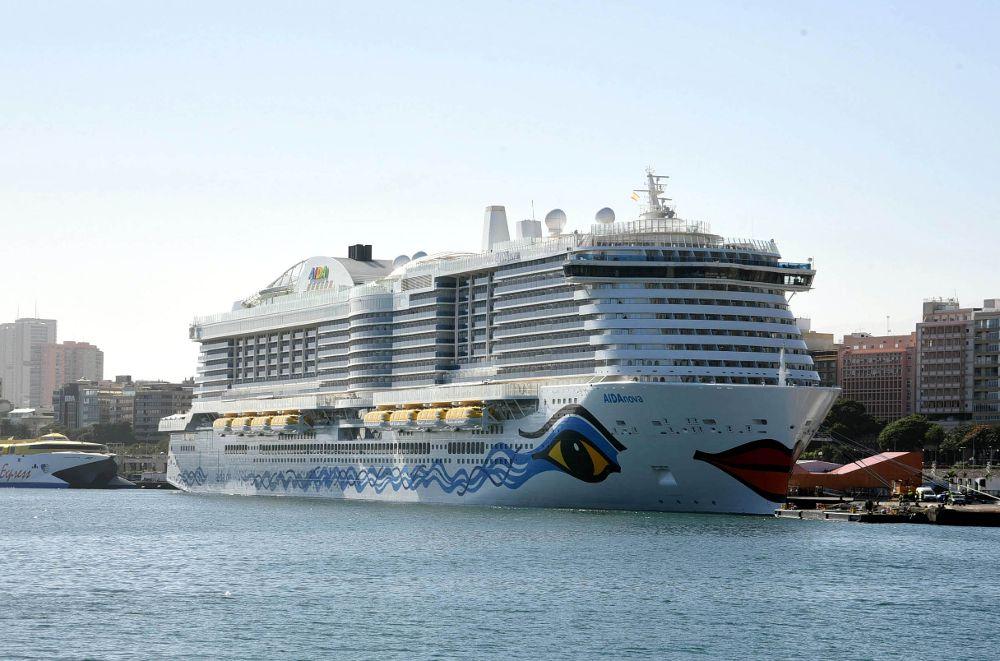"""El puerto recibe en el Muelle de Rivera al crucero """"AidaNova"""""""