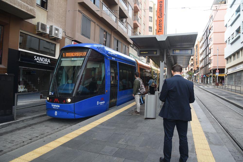 El tranvía de Tenerife reinicia la huelga.