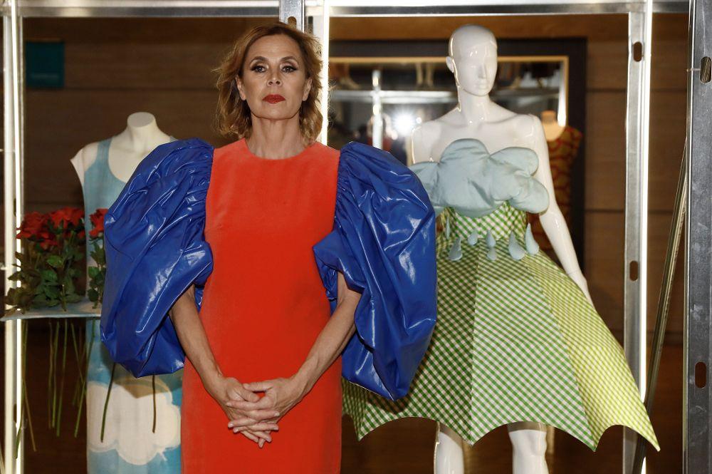 """La diseñadora Agatha Ruiz de la Prada, posa dura la exposición """"El poder de la imagen"""", un homenaje a la diseñadora esta mañana en el Museo del Traje en Madrid."""