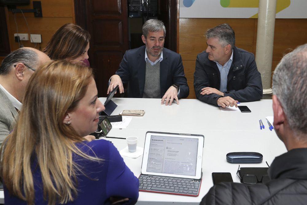 Fernando Clavijo (2i), durante la reunión del Comité Nacional Permanente de Coalición Canaria que se celebró este lunes en Las Palmas de Gran Canaria.