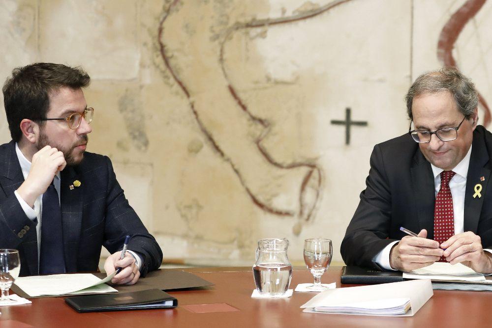 2019.- El presidente de la Quim Torra y Pere Aragonés (i).