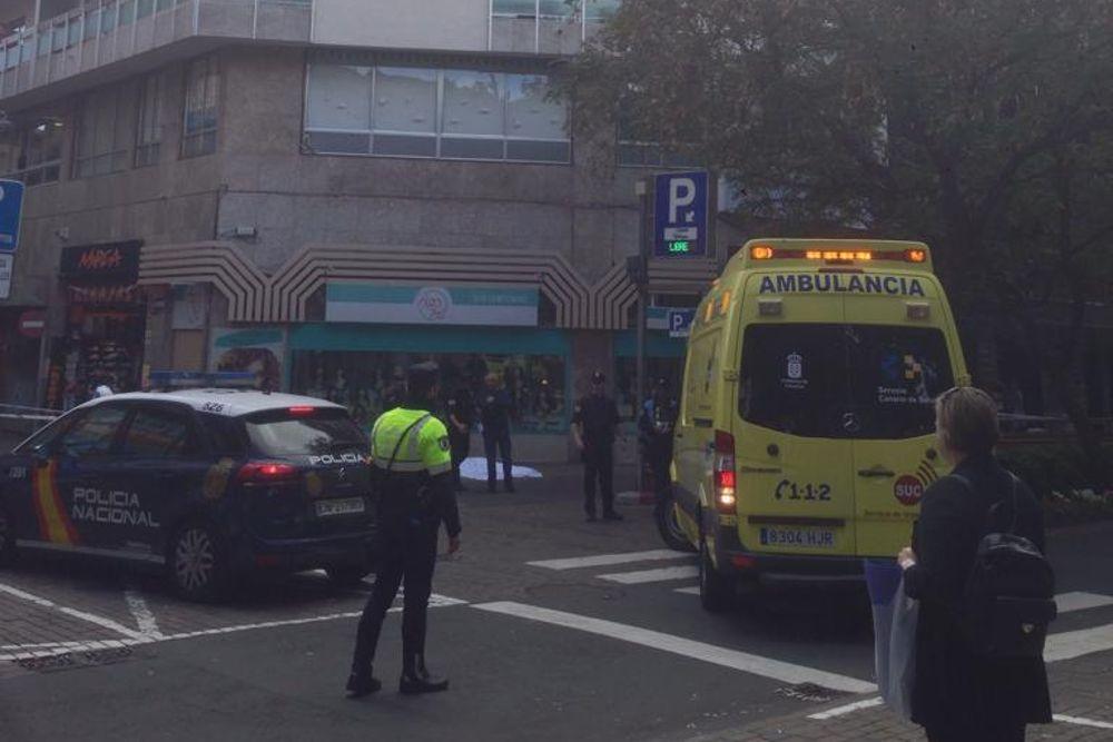 Muere una mujer tras precipitarse a la calle desde un edificio en Santa Cruz de Tenerife