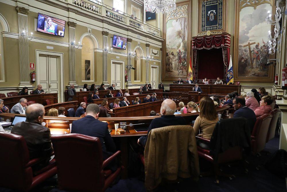 El Parlamento de Canarias durante el debate sobre el estado de la nacionalidad canaria, último de esta legislatura.