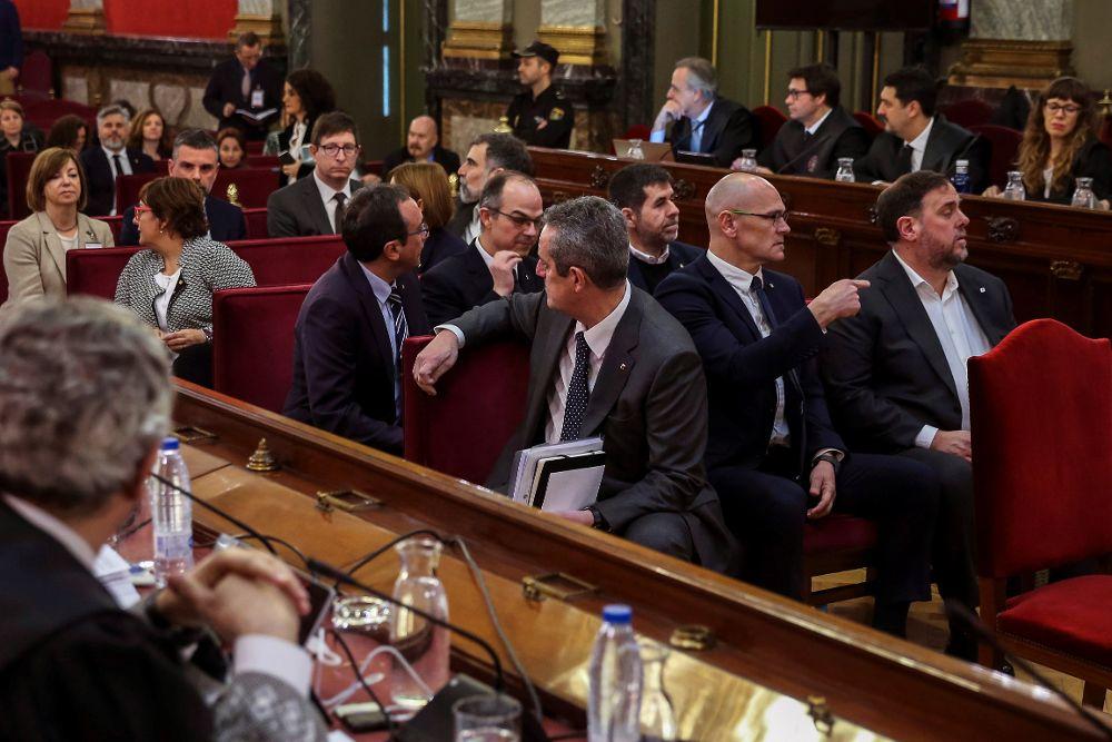 Los doce líderes independentistas acusados por el proceso.