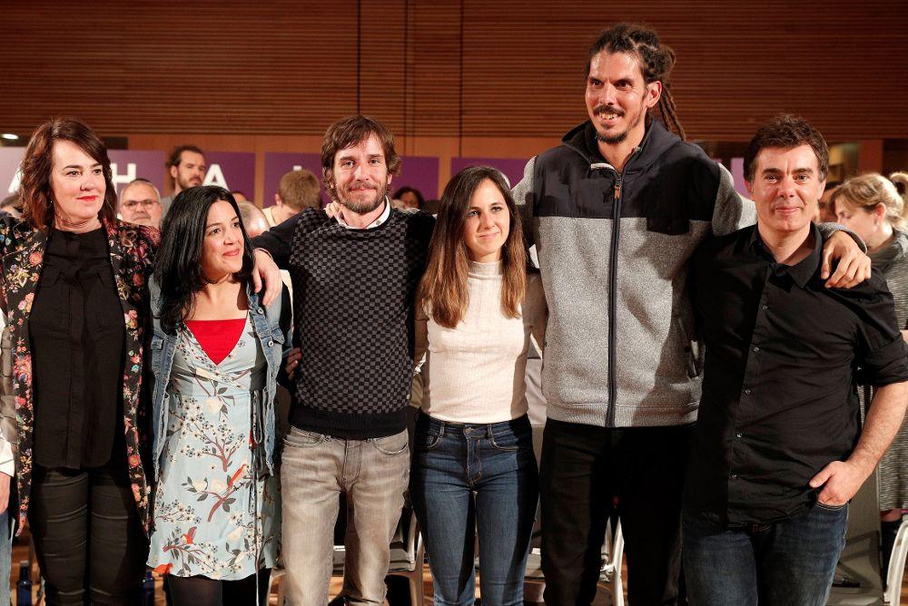Varios candidatos de Podemos. Entre ellos la candidata al Congreso por Navarra Ione Belarra (c).