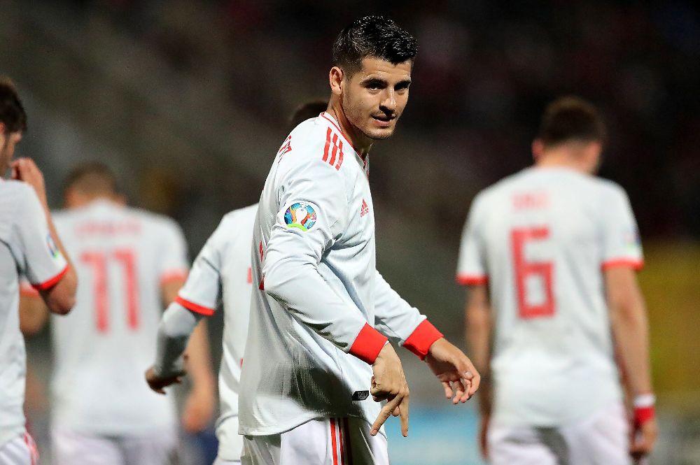 Morata celebra tras anotar un gol durante un partido entre Malta y España.